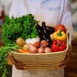 季節の食材を使用し、美味しさを詰め込んだ料理をお楽しみください!