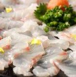 毎日買い付ける魚は御注文いただいてからさばきます。
