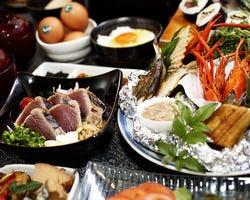 大迫力の皿鉢(さはち)料理をご賞味あれ!