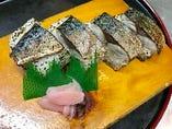 【サバの炙り棒寿司】1200円(税別)
