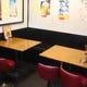 組み換え自由なテーブル席!人数に合わせて変更可能!