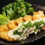 チキン南蛮タルタル 580円(税抜) カラっと揚げた鶏肉をタルタルソースとともに。