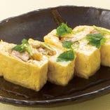 鶏の親子巻き 680円(税抜) 文字通り、鶏肉を卵で巻いた味わい深い一品です。