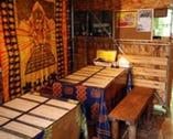 【テーブル席】アジア風の落ち着いた店内