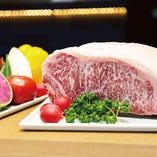 サシが美しい仙台牛のサーロイン部位。贅沢にステーキでご提供