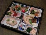 仕出し用の御膳弁当承ります。写真は慶事・法事などの会食用一例です(予約制)
