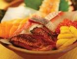 豪華メガ盛りのご当地海鮮丼!! 1,575円で超お得です!!