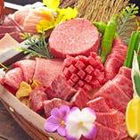 『肉の舟盛り』!当店目玉商品なので是非食べてください。