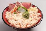 カニと地魚丼