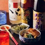 30種の泡盛や島酒とともに本場の味をお楽しみください