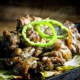 宮崎地鶏の炭火焼は噛めば噛むほどあふれる旨みが特徴です!