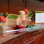【記念日に最適なデザートプレート&メッセージカード&バラ一輪】お料理にプラスしてご利用ください。
