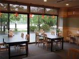 レストランせせらぎ亭でゆったりとした時間をお過ごしください。
