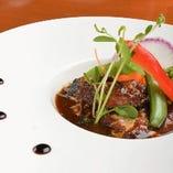 豚バラ肉の赤ワイン煮込み