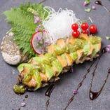 蒸し鮑とアボカドのミルフィーユ 刻み山葵と肝醤油