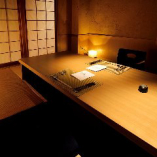 【落ち着いた雰囲気】 照明が優しく灯る掘りごたつ席の完全個室