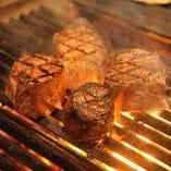 【極上のステーキ】 サシが入った黒毛和牛はまさに絶品です