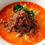 マイルドなゴマ風味の手作り芝麻醬とラー油が効いたタンタン麺