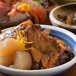 味が素材に染み渡り深みが増す煮魚。