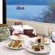 芦ノ湖とホテル庭園に面して大きく取られた窓からの眺めも格別
