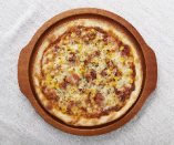 ベーコンビッツとコーンのミートソースピザ