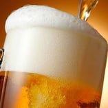 まずはビールで乾杯。オリジナルサワーも飲んで欲しい。
