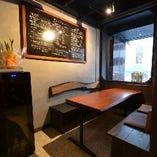 ビジネスシーンにも最適なテーブル席もございます。