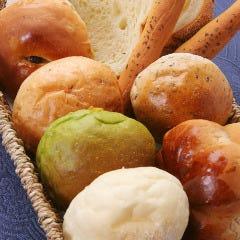 ランチ限定・自家製パン食べ放題