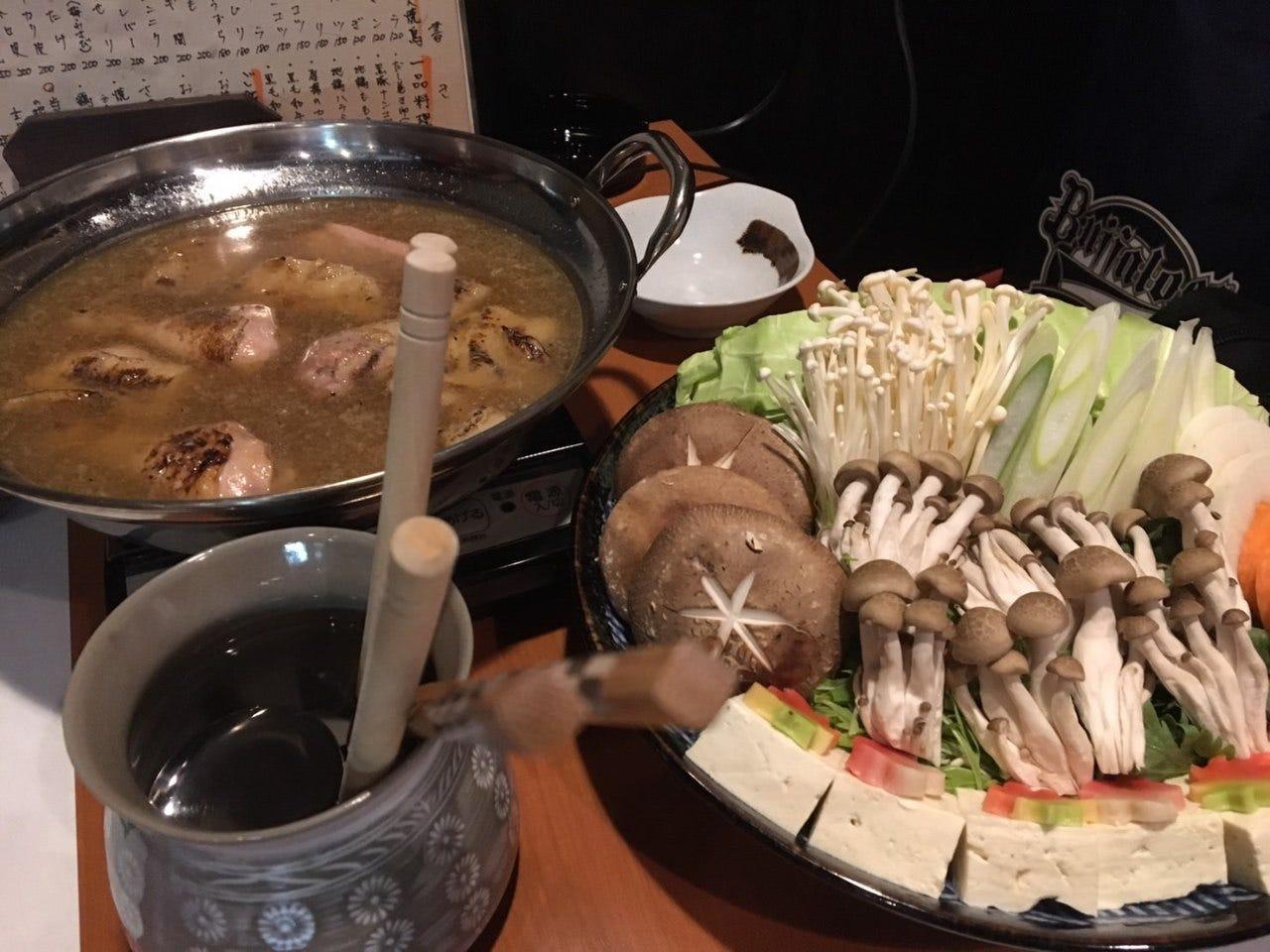 絶品!6時間鶏ガラを煮込んだ白濁水炊き鍋!他5品付、2H飲み放題\4000水炊き鍋コース