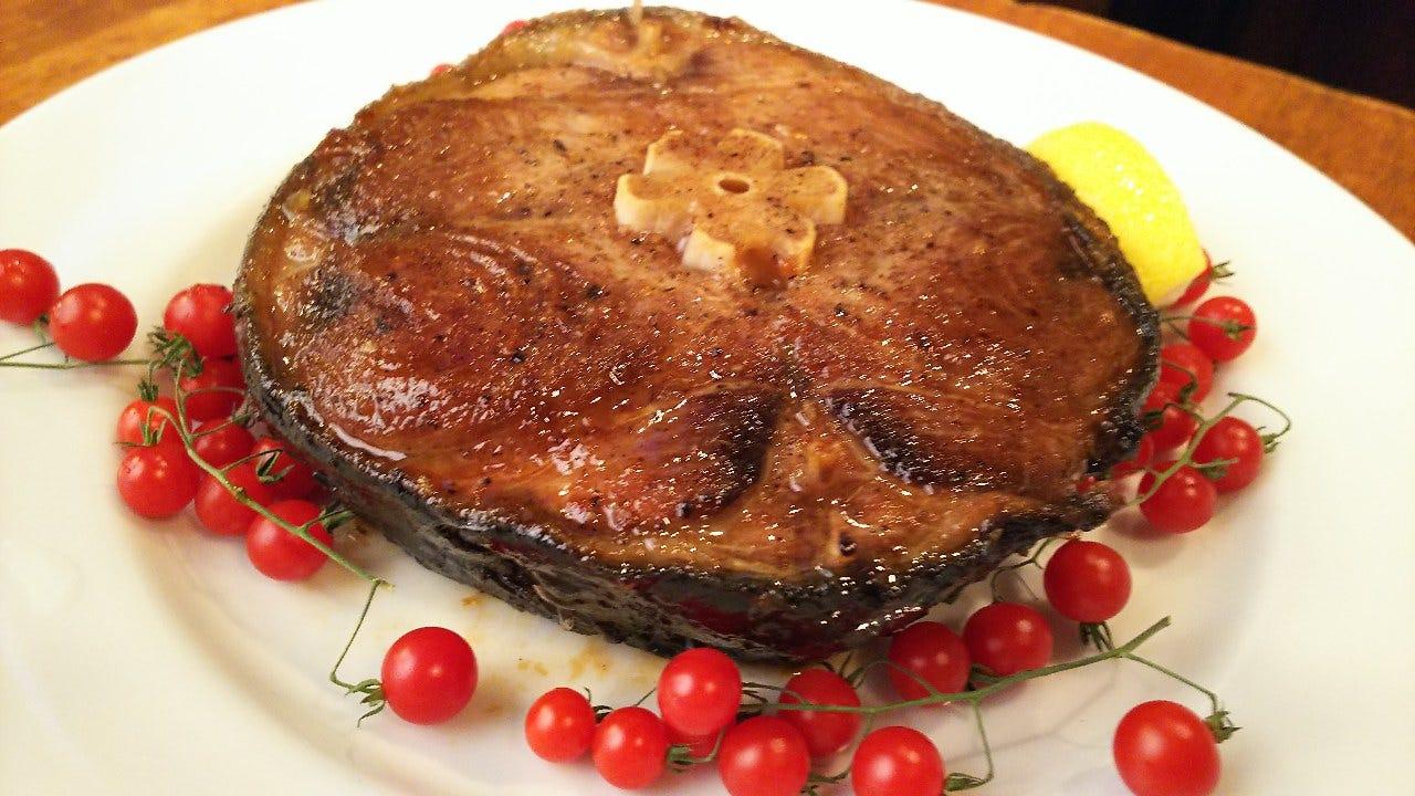 限定まぐろテールステーキ! 肉厚で脂の乗った希少な鮪の尾の身