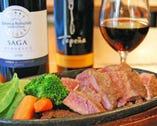 ◆リブロース鉄板ステーキ。美味しい肉にはワインを!
