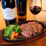 ◆熱々リブロースステーキ。美味しいお肉とワイン・・・快感!!