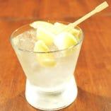 日本酒沢の鶴&季節のフルーツを使った評判のオリジナル 「和テイストサングリア」日本橋サングリア 680円