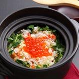 身締りの良いタラバ蟹と、国産のいくらを繊細に盛り付けた逸品。