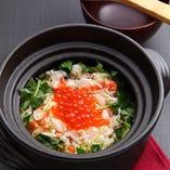 『タラバ蟹といくらの土鍋ごはん』