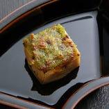 『焼き胡麻豆腐の木の芽味噌田楽』