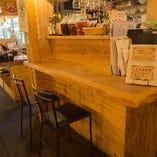 店内のカウンターとテーブルを合わせて最大26名様まで着席可能です。