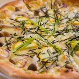 味噌ソースの和風ピザ