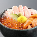 いくら、うに、蟹・・・海鮮丼で北海道の海鮮を食す!