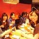 店内テーブル席の風景 女子会や合コン利用のお客様多数