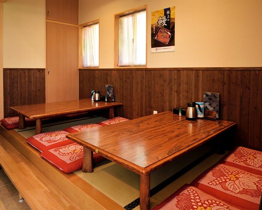 テーブル席、カウンター、お座敷