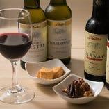 モンテネグロ産ワインは、かわいらしいミニボトルでご提供