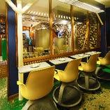 店内の醸造所を眺めながらごゆっくりとお食事をお楽しみください