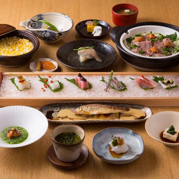 その日仕入れた鮮魚など旬の食材を使った料理をお楽しみください