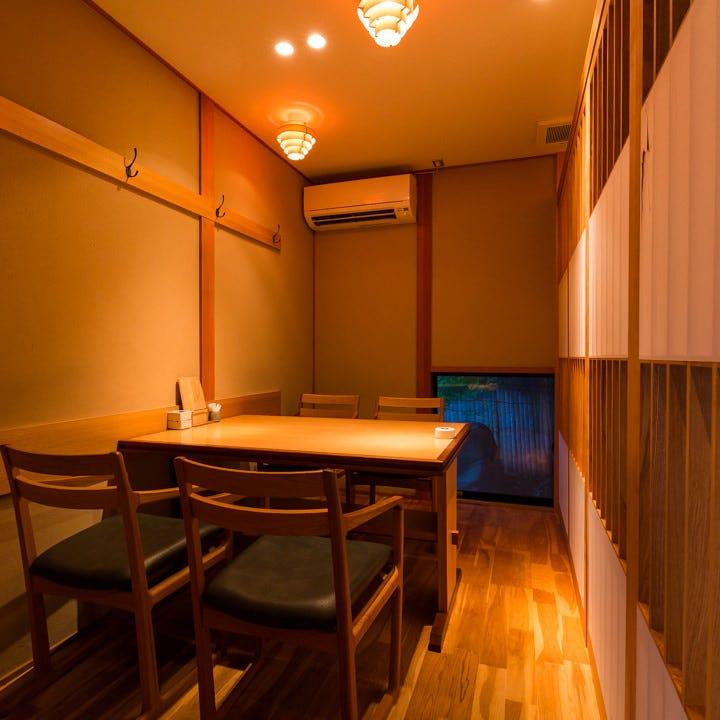 凛とした上質な雰囲気を漂わせる個室は大切な方とのひとときに