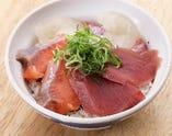 トロサーモンとまぐろと真鯛の三色丼