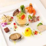 彩り豊かな冷菜は盛り合わせがお薦め。