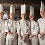 本場北京より招聘した一流の専門調理師や料理人が腕を振るいます
