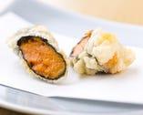 ウニと海苔の香りが広がる贅沢な一品。揚げ加減の技が冴える。