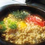 鶏そぼろと半熟卵の石焼きご飯